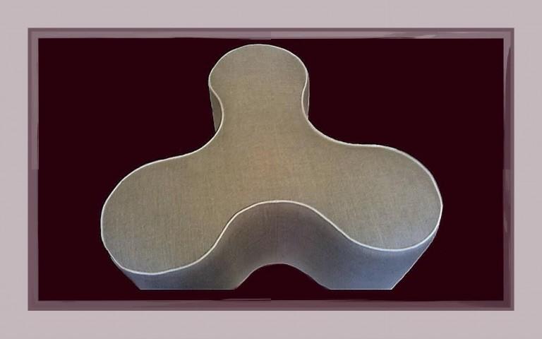Création, réalisation d'un pouf en lin avec une finition passepoil coton blanc