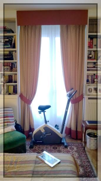 Paire de rideaux avec un bandeau et deux embrasses